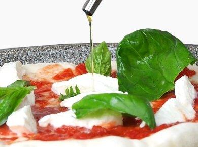 ingredienti per pizza margherita e pizza marinara: Olio