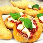 Calzoni Fritti Napoletani Pizelle Napoletane pizza fritta